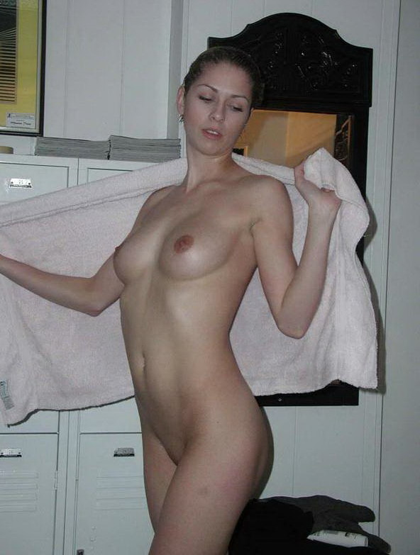 Фотки в женской раздевалки голые 11 фотография