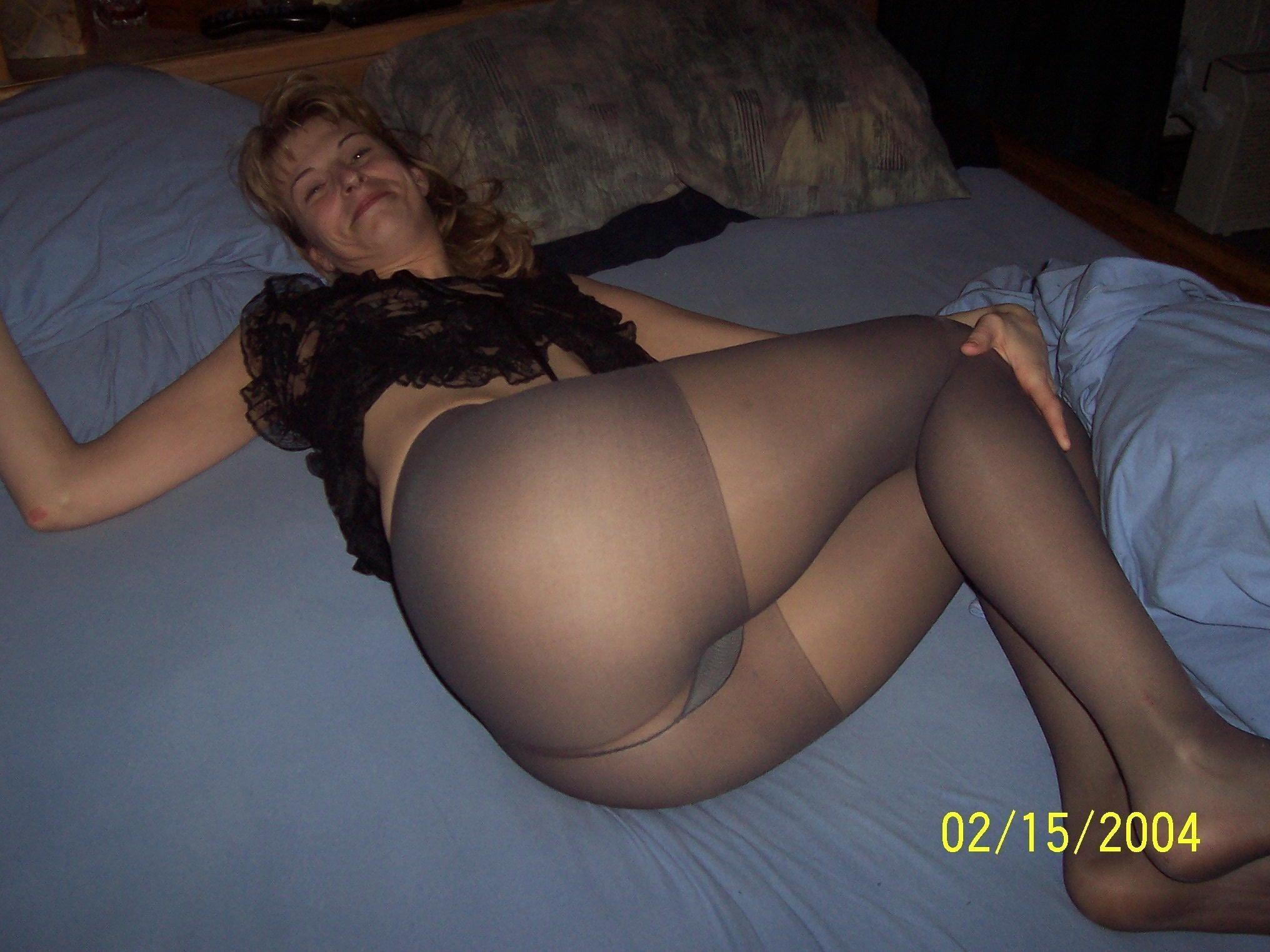Фото женщина без трусов в капронавых калготках 7 фотография