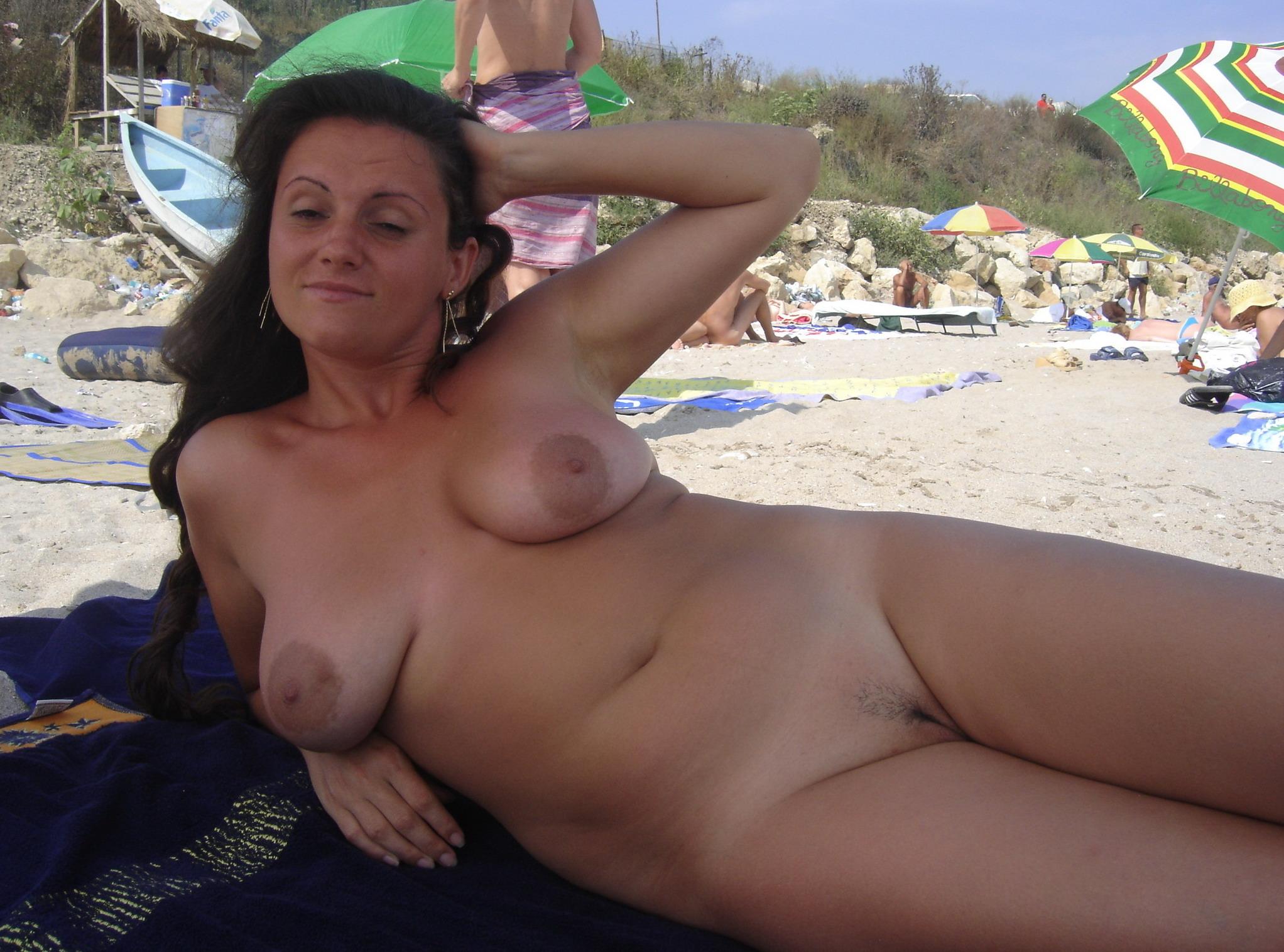 Порнуха мама с сыном на диком пляже 6 фотография