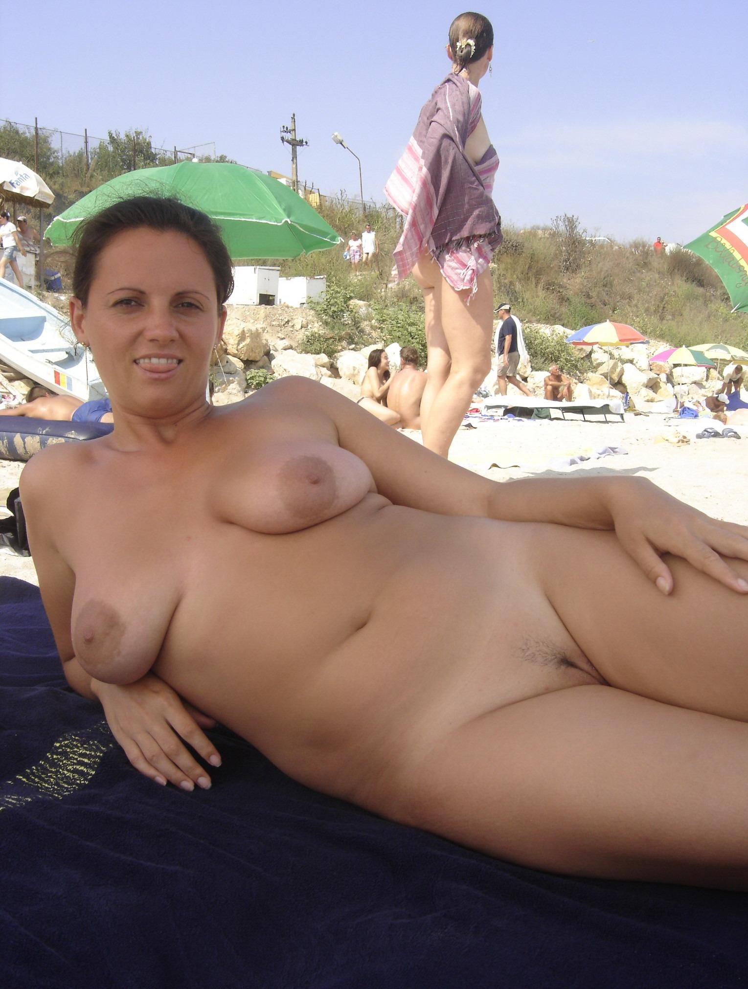 Зрелые тетки на диком пляже