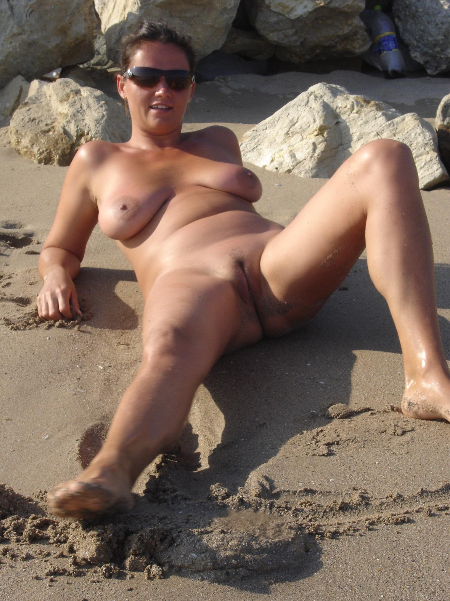 фото с пляжа жены