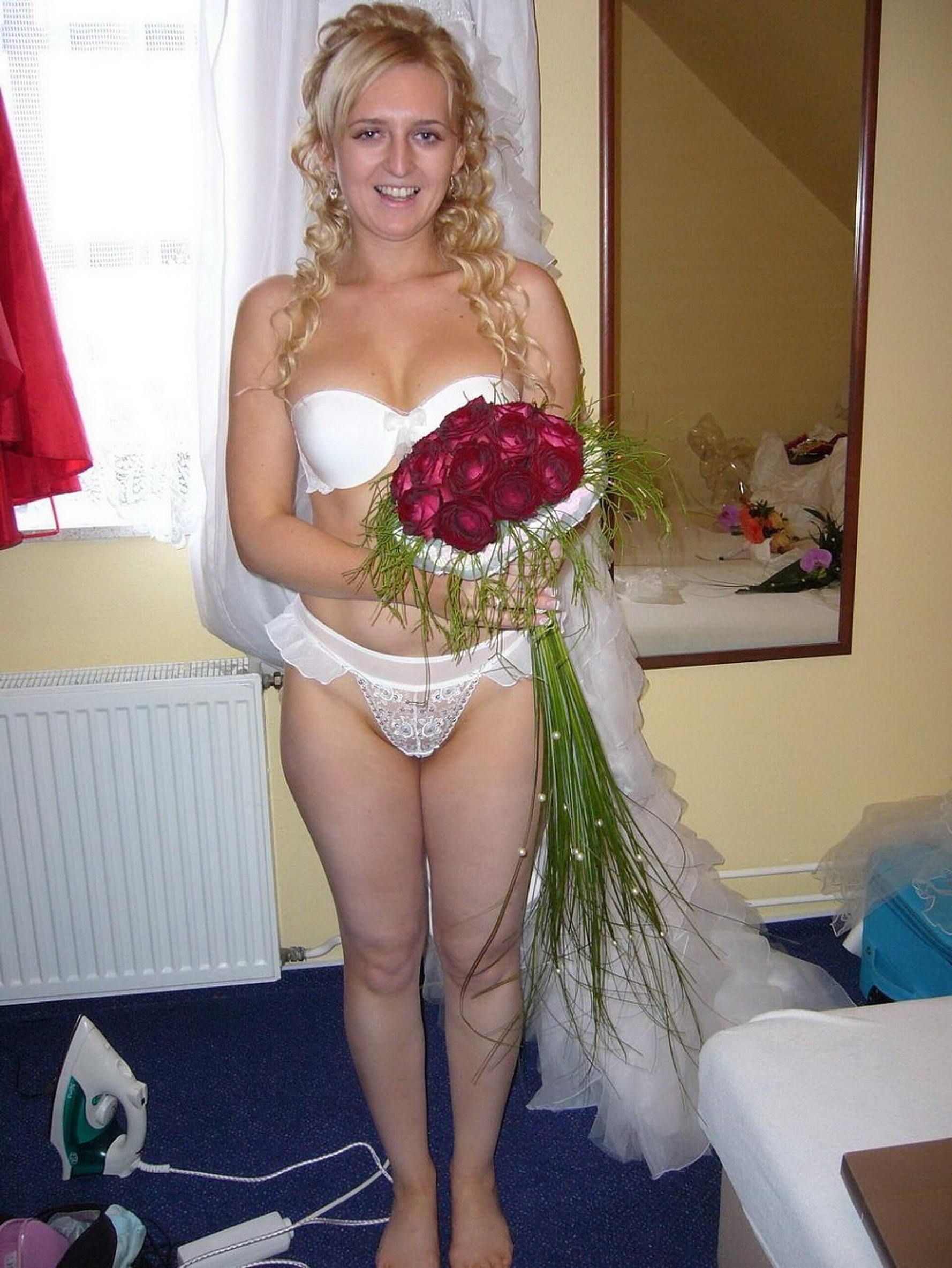 Сексуальные свадебные платья на голых девках