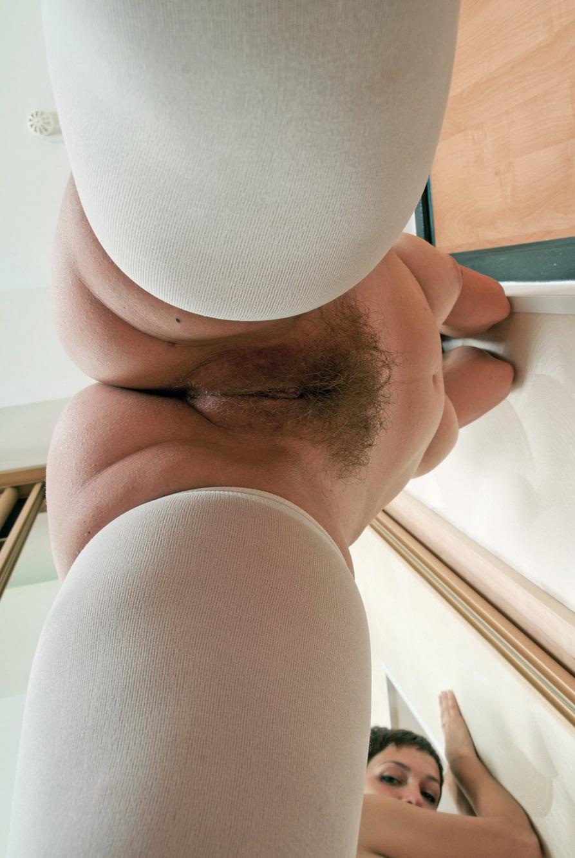Секс с небритой писькой и большими грудями 22 фотография