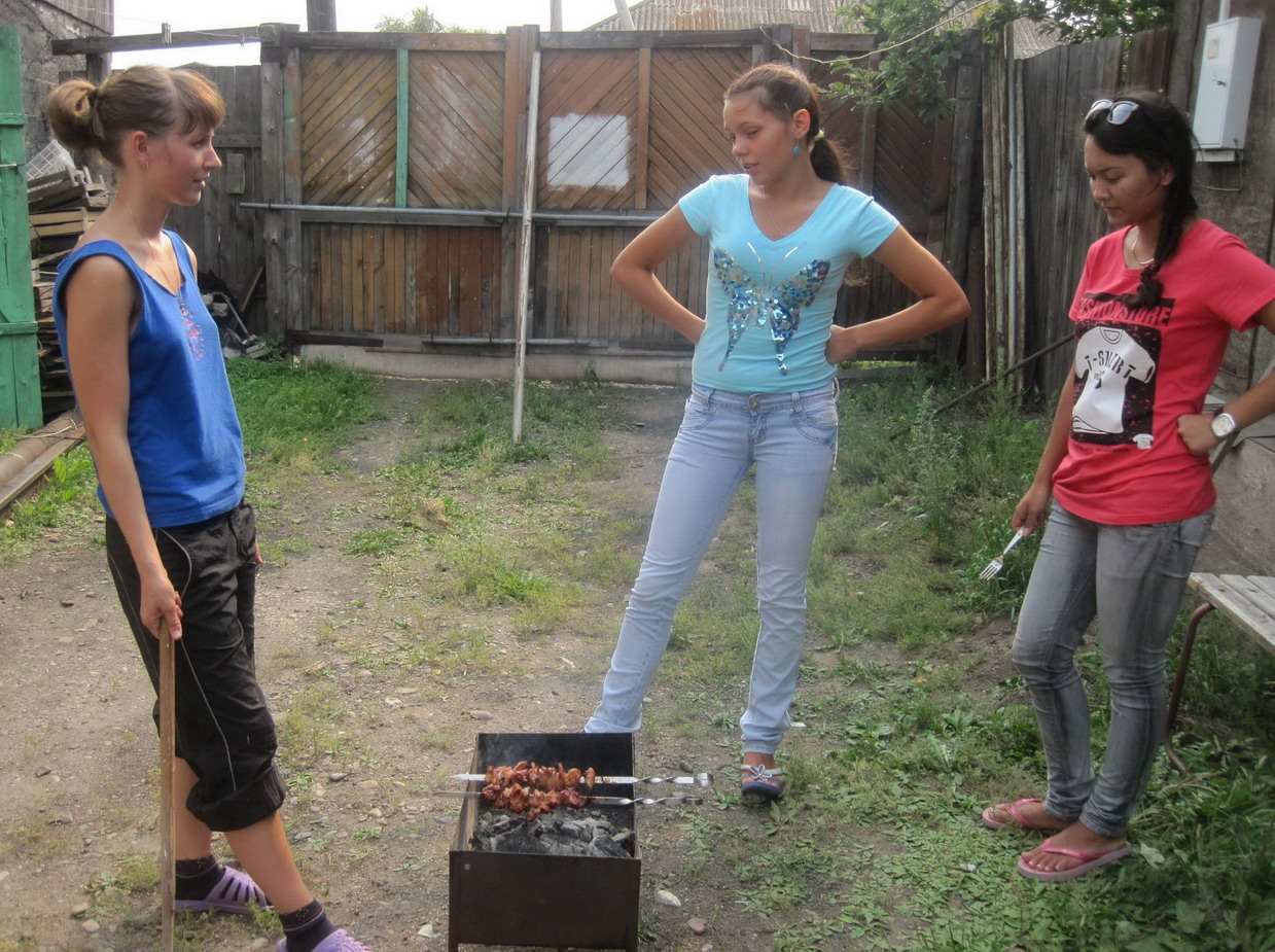 трусики между ног у подростков на качеле фото