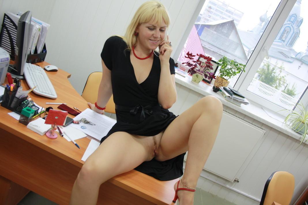 Секретарша ходит по офису без трусов онлайн фото 662-846